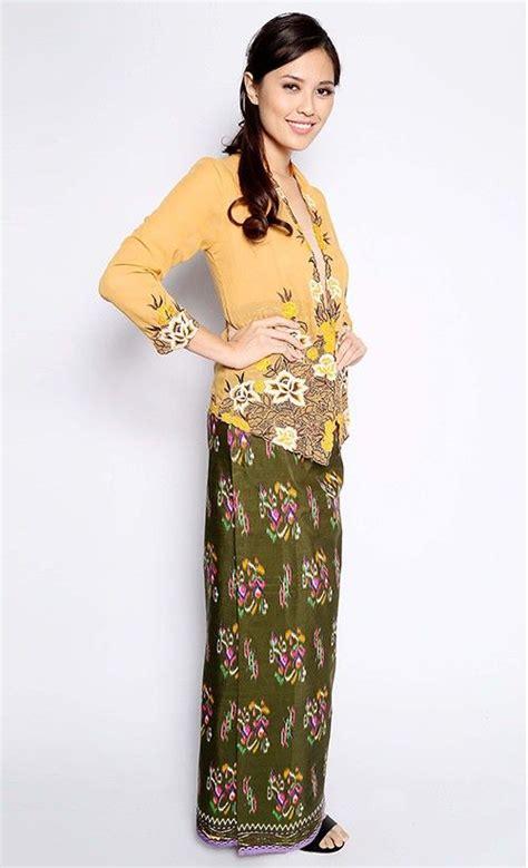 Baju Wisdom leila kebaya nyonya in yellow everything peranakan and the pera makan kebaya