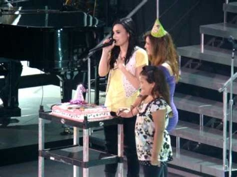 stone cold demi lovato holds note fans singing happy birthday to demi lovato w the jonas