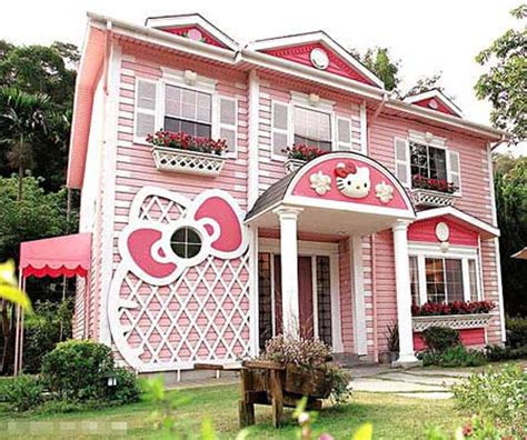 hello kitty mansion surprising hello kitty house twuzzer