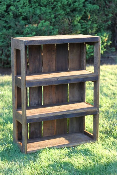 Bookshelf Out Of Pallets by Made With That Can Be Felt Diy Pallet Bookshelf
