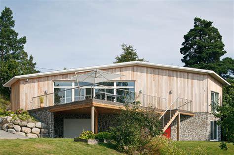 hausfassade gestalten eine hausfassade gestalten mit holz und steinen roomido