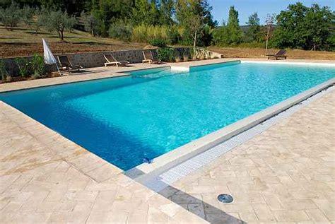 piastrelle bordo piscina pavimentazione piscina in cotto pavimenti per piscine