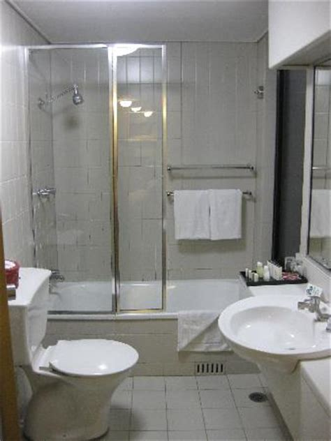studio apartment bathroom picture of rendezvous hotel
