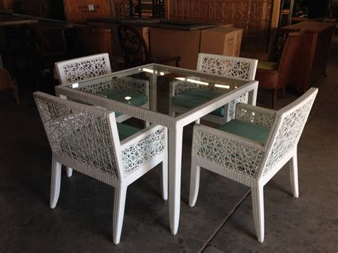 White Wicker Dining Table   Features, Rockport 42 In Patio