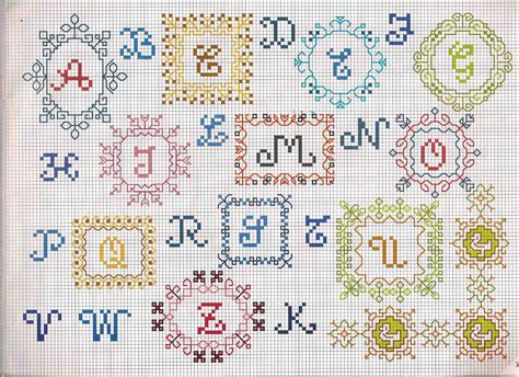 lettere a punto croce schemi alfabeto punto croce con lettere in piastrelle colorate