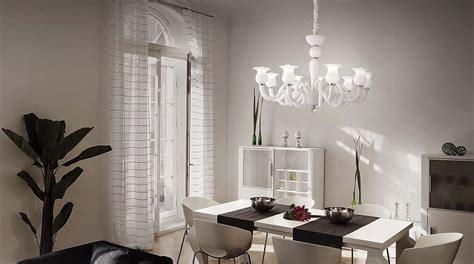 superiore Sale Da Pranzo Eleganti #1: lampadario-vetro-murano-con-arredi-moderni.jpg