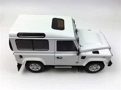 Kyosho 1 18 Scale Diecast 08901fw Land Rover Defender 90 Fuji White kyosho 1 18 land rover defender 90 wheel fuji white