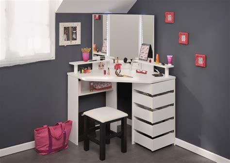 set pieces inside the homes of parenthood l a at coiffeuse d angle avec tabouret volage 12 sb meubles