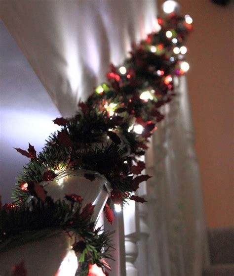 decorar en navidad c 243 mo decorar la escalera interior en navidad hogarmania