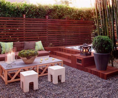 wie einen hinterhof patio gestaltet sitzpl 228 tze im garten modern und bequem gestalten