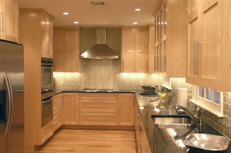 backsplash with maple cabinets maple cabinets with subway tile backsplash and