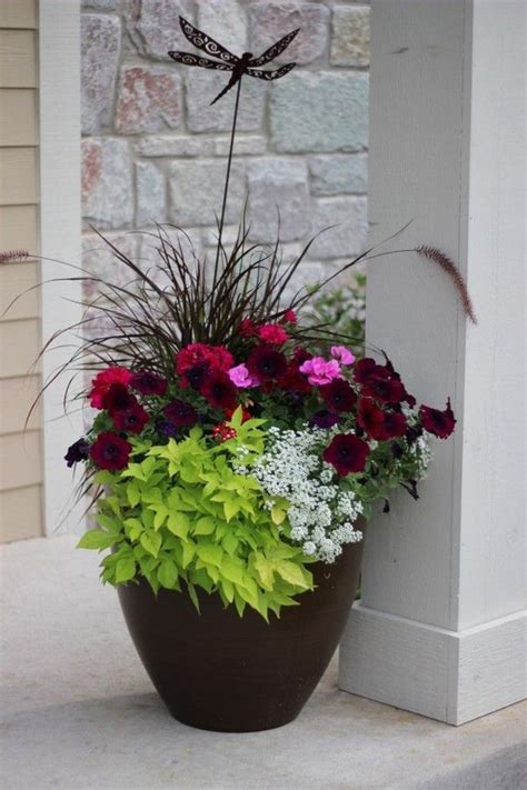 Summer Planter Ideas by 25 Best Simple Landscaping Ideas On Front Yard Design Yard Landscaping And Diy