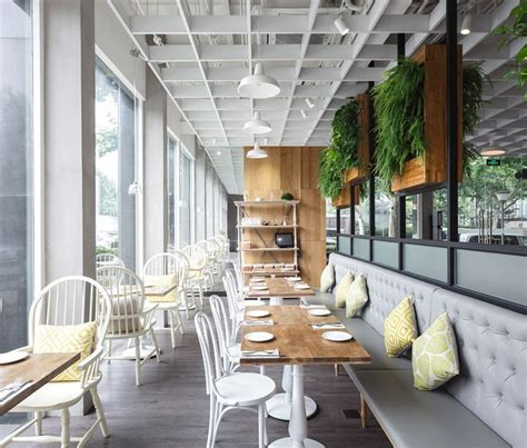 restaurants interior design the 25 best small restaurant design ideas on pinterest