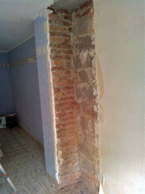 cevelle carrelage noir et mur couleur