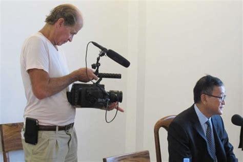 membuat narasi film dokumenter sutradara australia ditahan terkait oposisi kamboja