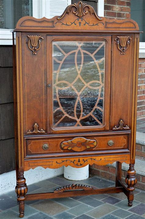 who buys china cabinets 1000 ideas about antique hutch on antique