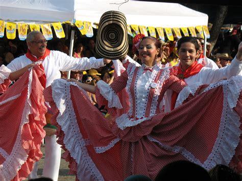combia music file bailadores de cumbia jpg wikimedia commons
