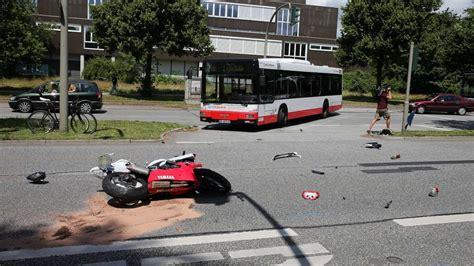 Motorrad Hamburg Unfall by Verkehrsunfall In Hamburg Motorradfahrer 21 Stirbt Nach