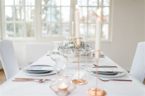 Eheringe Kupferfarben by Elegante Hochzeit Im Winter In Zartem Serenity Und Kupfer