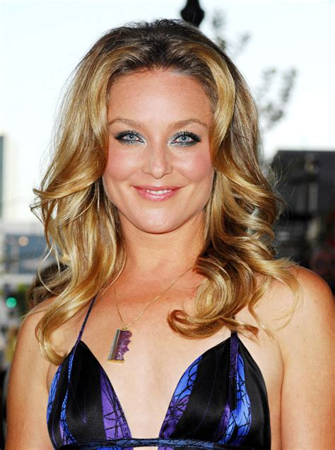 elisabeth röhm heroes star elisabeth rohm is taylor lautner s mom in