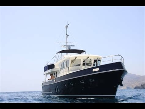 yacht delivery boat halcyon yacht delivery power boat delivery privateer