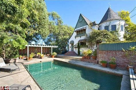 Backyard Cabana Courteney Cox S Starter Home Goes On The Market For A