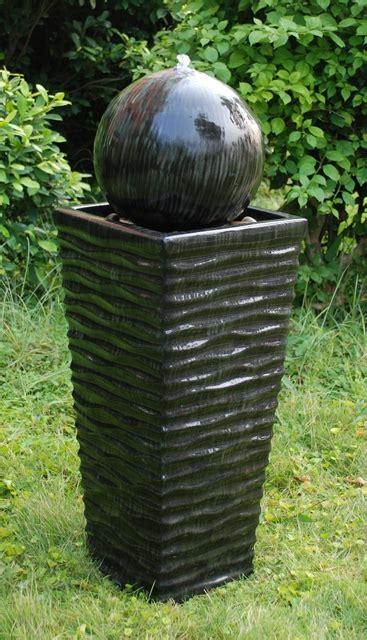 keramikbrunnen garten keramik brunnen mit led beleuchtung 224 99