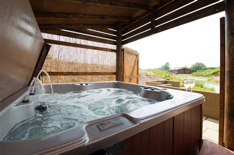 Log Cabin With Indoor Tub by Stunning Luxurious Lakeside Log Cabin