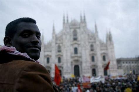 lavorare in svizzera con carta di soggiorno italiana ismu in lombardia 1 3 mln migranti in crescita