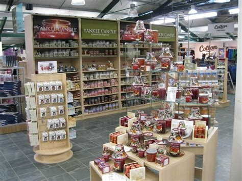 candele shop candle store displays yankee candles the uk s leading