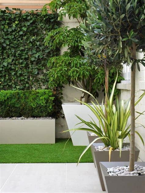 small courtyard  artificial turf artificial garden