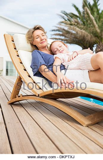 relaxing mum of caf b076qdrt8y two older people relaxing stock photos two older people relaxing stock images alamy