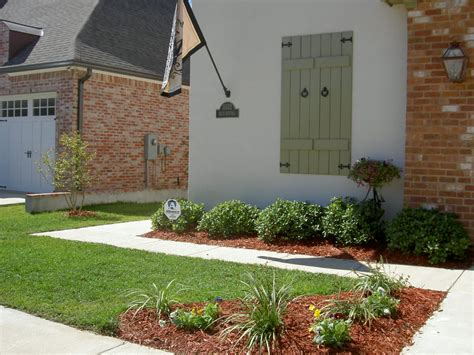 Front Yard Landscaping Ideas Traditional Window Side Wall L On Brick Wall Right For Small Front Yard Landscaping With