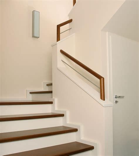 gewendelte betontreppe moderne betontreppe mit stufen in sipo mahagoni meyer