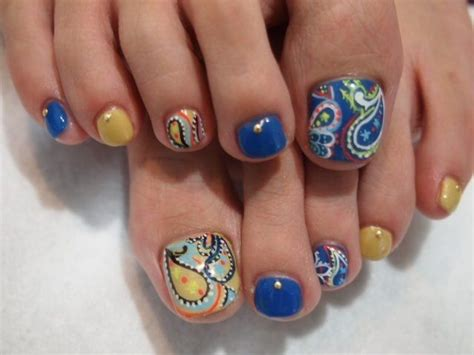 pattern toe nails 55 cute toe nail designs for every mood and taste fmag com