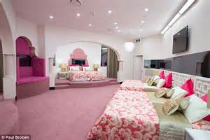 big pink bedroom take a tour the new big brother australia house daily mail online