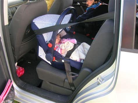 comment installer un siege auto dans une voiture si 232 ges b 233 b 233 syst 232 me isofix installation critique
