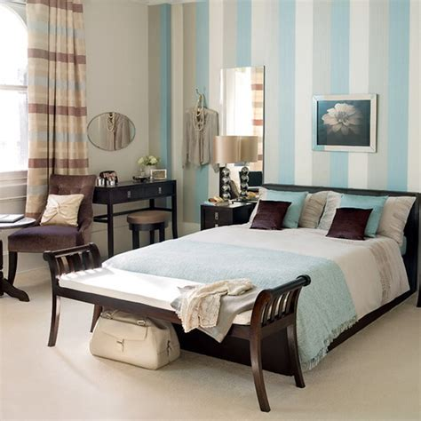 striped walls bedroom ideas choosing materials for the wall behind the headboard 55
