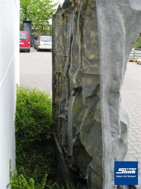 wasserspiel im garten 175 gartenbrunnen basaltbrunnenanlage mit wasserbecken