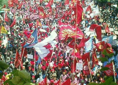 Sejarah Pergerakan Buruh Indonesia 1 sejarah gerakan buruh indonesia engkos koswara