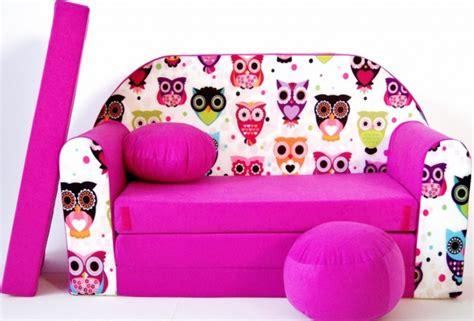 baby im kinderbett schlafen lassen kinder sofabett und fuβschemel und kissen pink 16