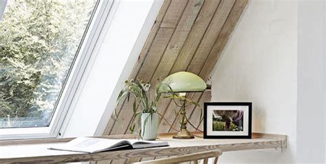 ladari per mansarda illuminazione tetti spioventi come sfruttare le piccole