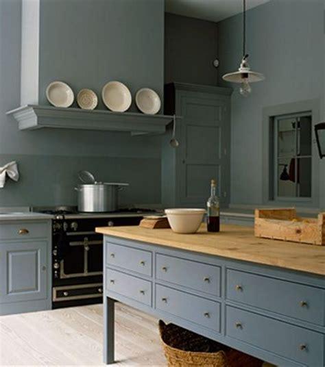 pitture cucina le pareti grigie in cucina sono in tono con lo shabby chic
