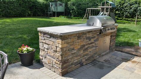 outdoor kitchen with stone veneer summerset sizzler 32