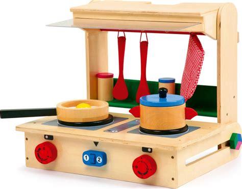pro en cuisine cuisini 232 re ou mini cuisine valise pro en bois pour enfant