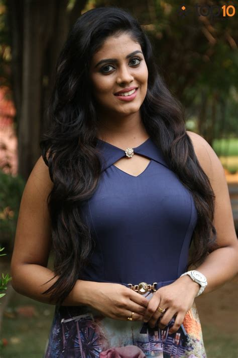 Actress Iniya Photos - Top 10 Cinema Actress