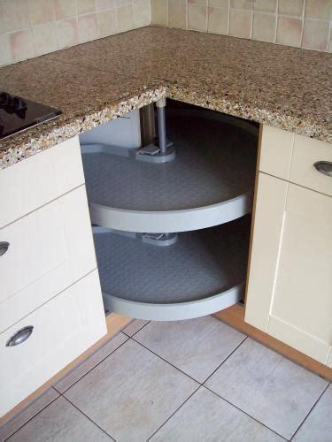 l ophangen onderdelen monteren van een u vorm keuken werkspot