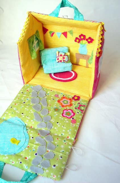 fabric doll house how to make a fabric dollhouse stuffedparty com the community for stuffed toys
