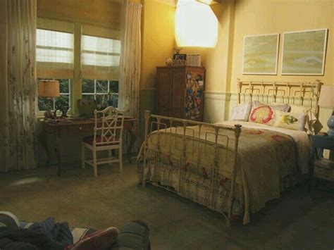 pll bedrooms emily fields room bed pretty little liars rooms