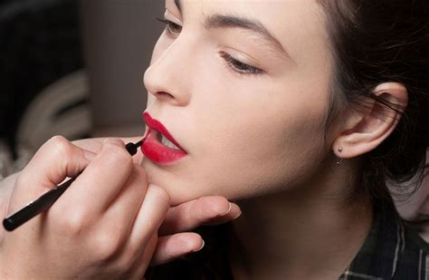 Eyeshadow Cair 5 hal yang harus kamu ketahui sebelum memakai lipstick